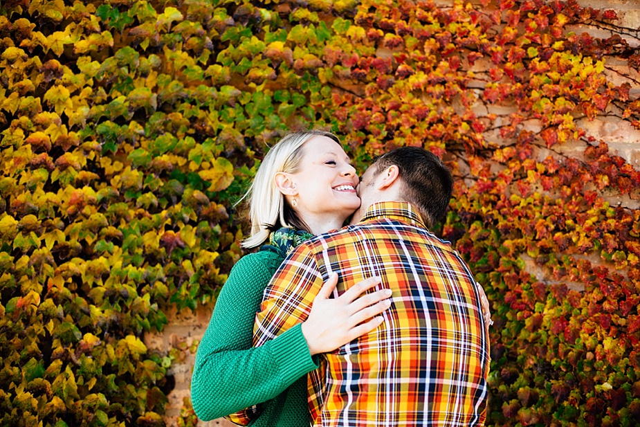 Ashley-Cody-woodsy-fall-engagement-session_0007.jpg
