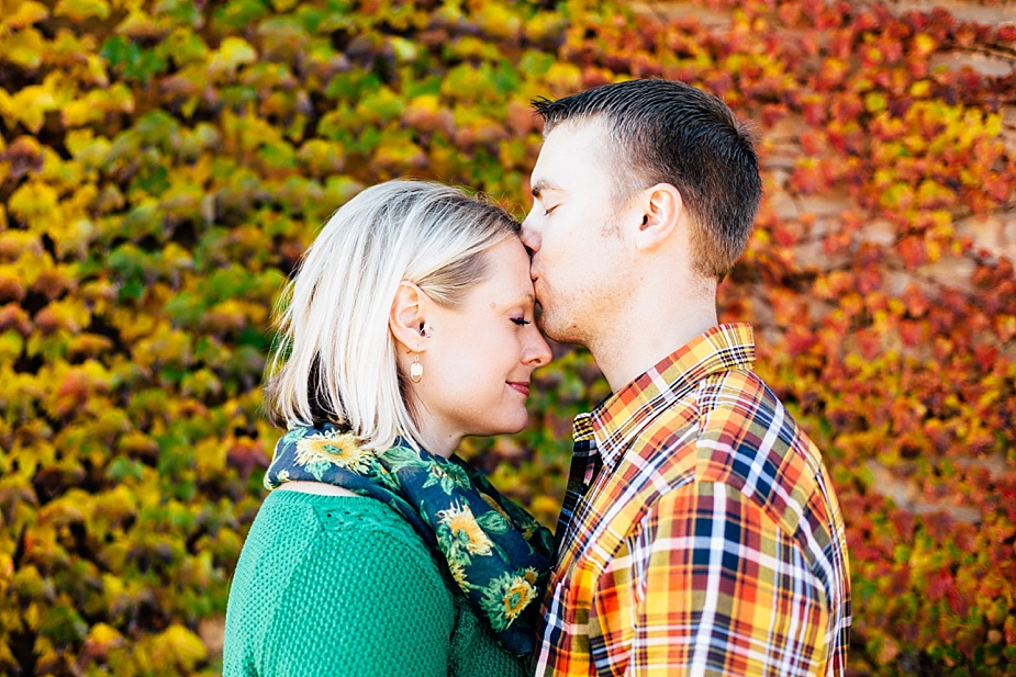 Ashley-Cody-woodsy-fall-engagement-session_0008.jpg