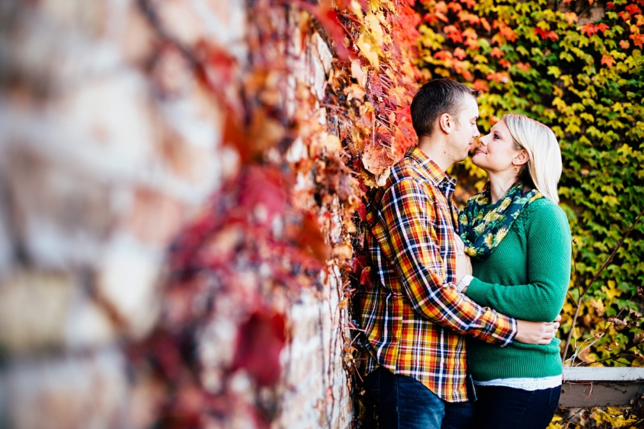 Ashley-Cody-woodsy-fall-engagement-session_0011.jpg