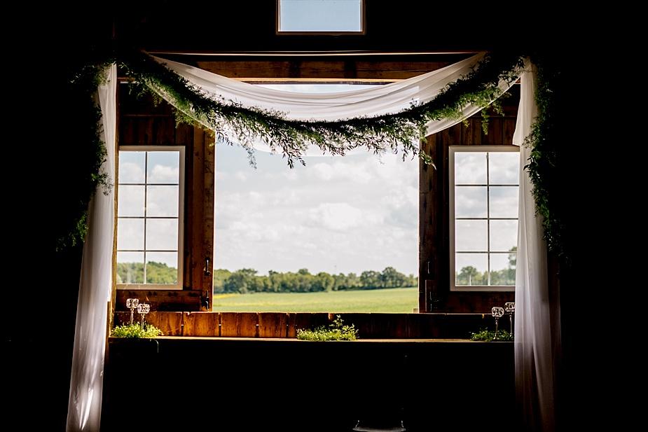 Taylor+Lauryn-Barn-Wedding-Milwaukee-Wedding-Photographer_0030.jpg