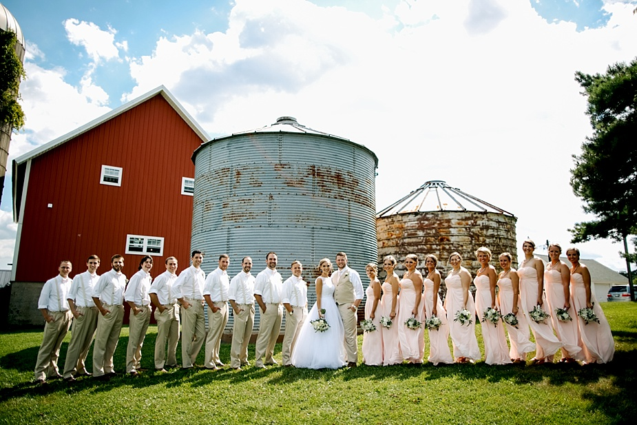 Taylor+Lauryn-Barn-Wedding-Milwaukee-Wedding-Photographer_0051.jpg