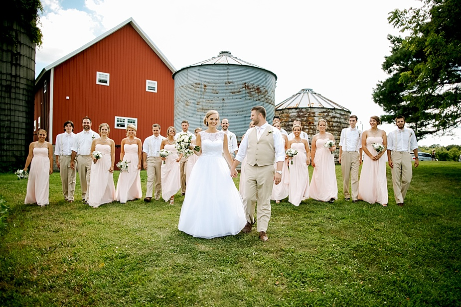 Taylor+Lauryn-Barn-Wedding-Milwaukee-Wedding-Photographer_0053.jpg