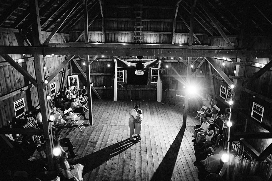 Taylor+Lauryn-Barn-Wedding-Milwaukee-Wedding-Photographer_0085.jpg