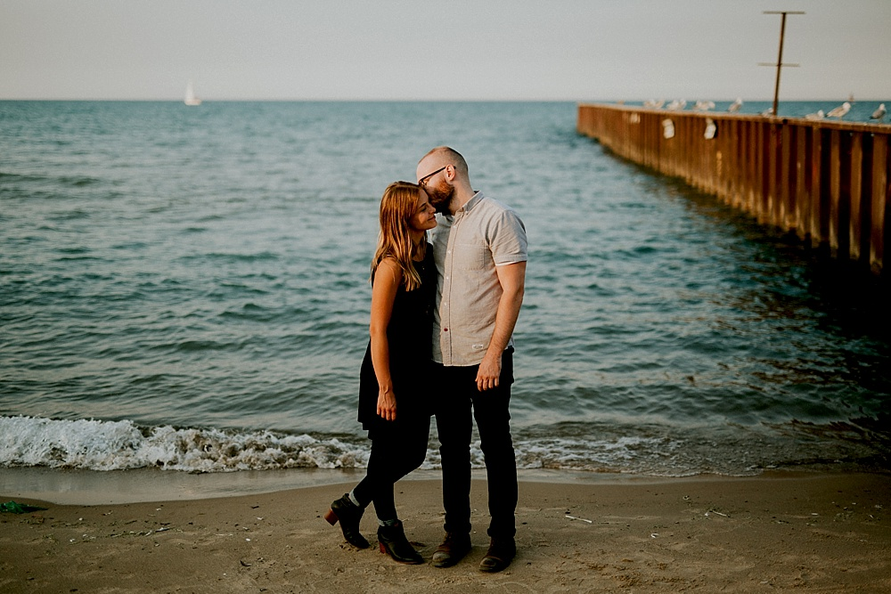 Evanston-Lighthouse-Beach-Engagement-Session_Milwaukee-Photographer_0015.jpg
