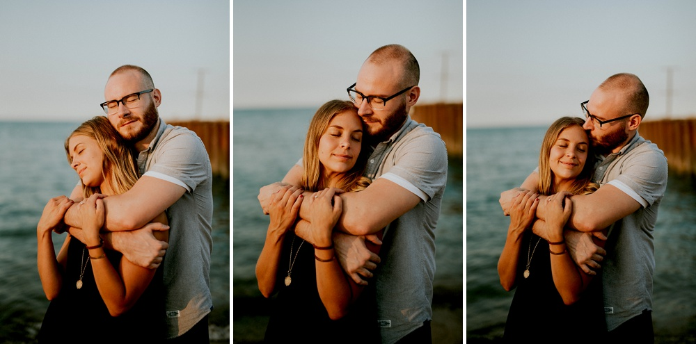 Evanston-Lighthouse-Beach-Engagement-Session_Milwaukee-Photographer_0016.jpg