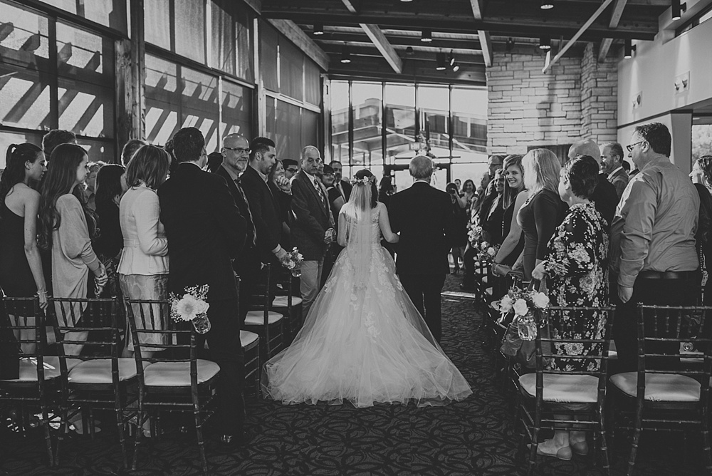 Joey-Evi-Independence-Grove-Spring-Wedding_Liller-Photo_0034.jpg