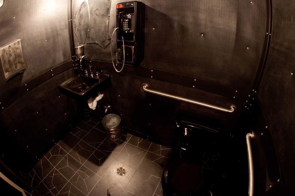 10_mens bathroom.jpg