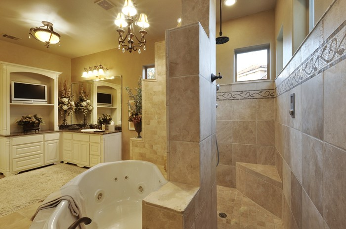 018_Master Bathroom.jpg