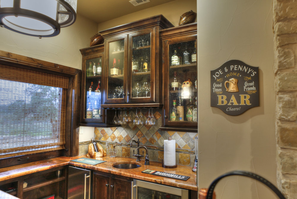 13-wine bar - 2-hdr.jpg