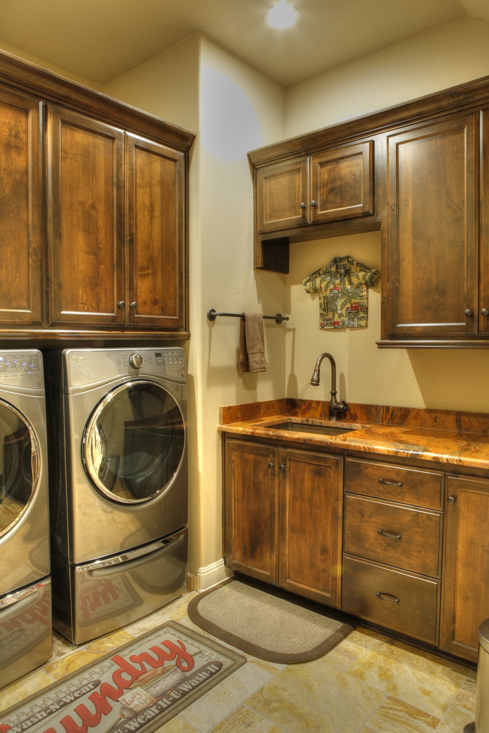 16-laundry room 1-hdr.jpg