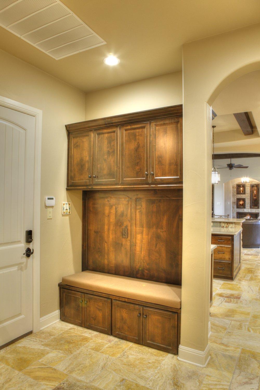 15-hallway entry storage-hdr.jpg