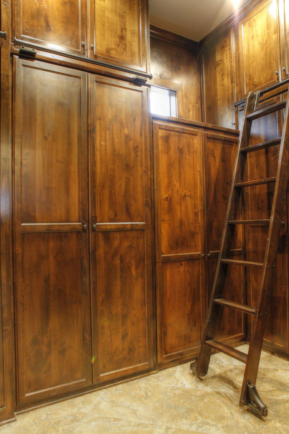 22-MBR closet - 1.jpg
