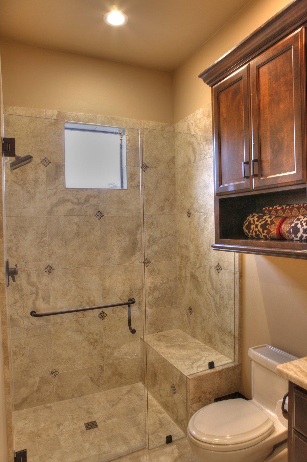 25-guest bath - 2-2-hdr.jpg