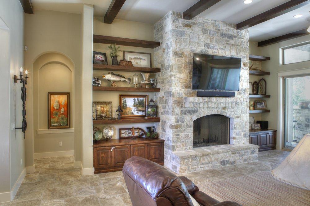 10-living room - 1.jpg