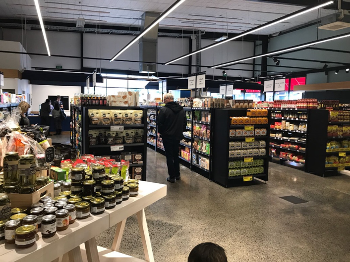 Fresh Collective - Mairangi Bay – New Zealand. New small format store created to suit the changing needs of the urban customers.   *  http://www.nzherald.co.nz/business/news/article.cfm?c_id=3&objectid=11885126