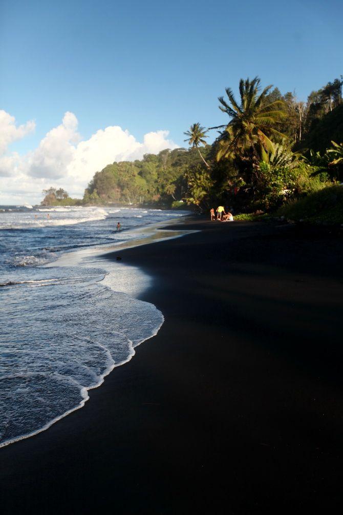 black sand beach paradis