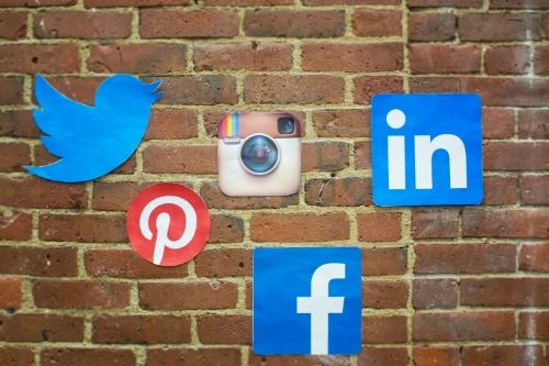 virtual assistant managing social media