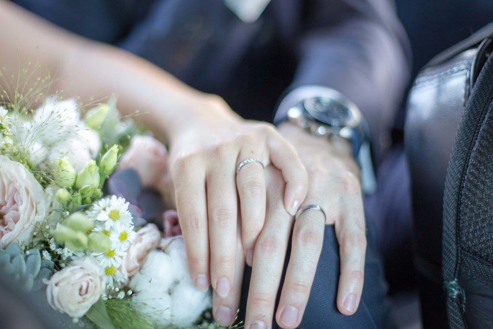 mariage-photo-bague-fleurs_0850 copie.jpg