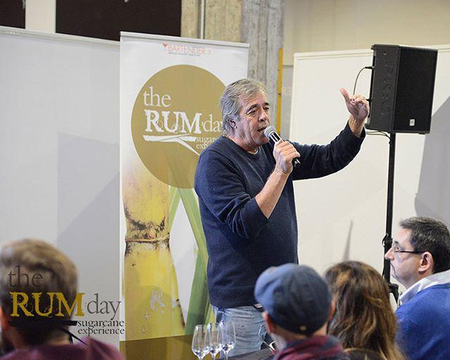 Luca Gargano while teaching at the Rum School.