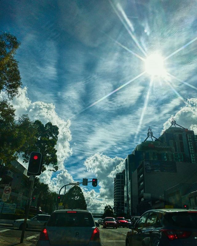 Yep, van gogh wasn't crazy after all!!! #chatswood #rawphoto #cameraplus #erwinscat #iwanttobeinvaded #mobilephotography #photomanipulation #snapseed #sydney #darkclouds #sky #streetphotography #trafic #traficlights #cityscapes #sunny #sunrays #blueskies