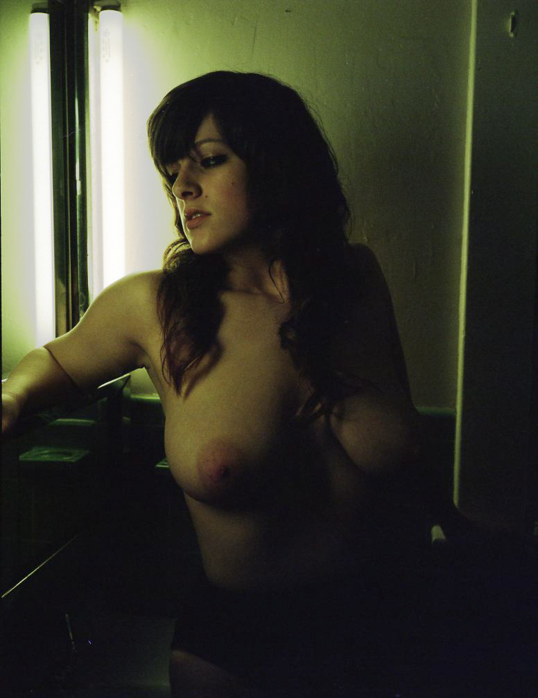 gtrimble-nix-nude-environmental-portrait-20110521-01.jpg