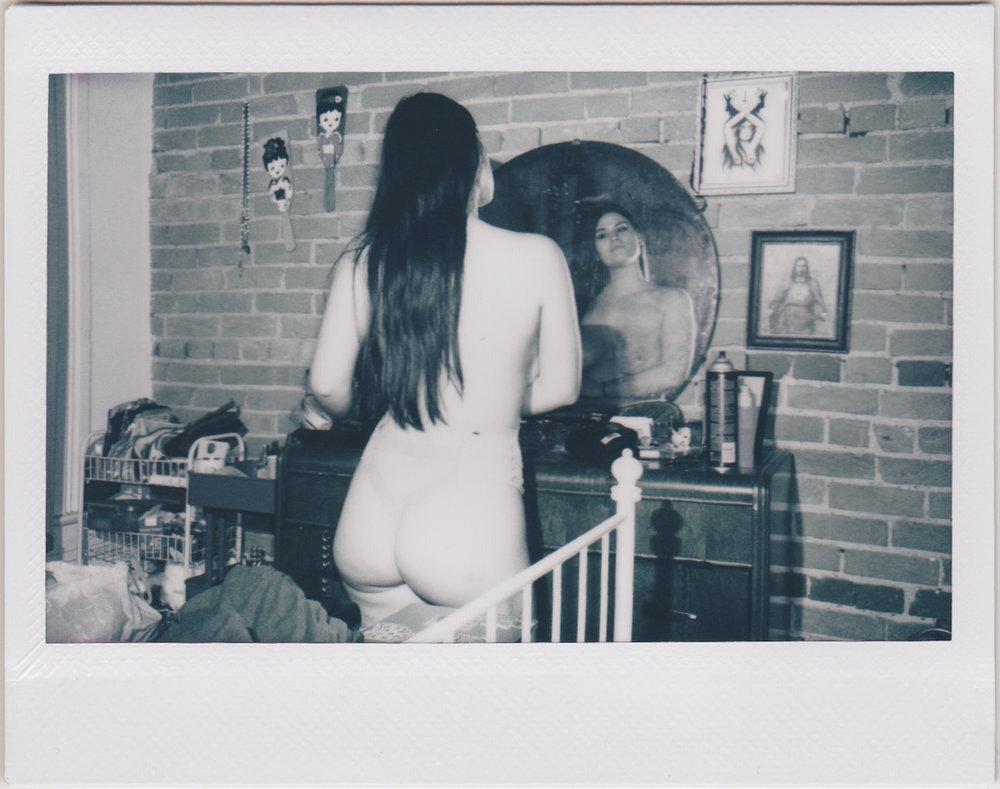 20190204-Brandi-Cassie-Hannah-apartment-bedroom-Instax-0031.jpg