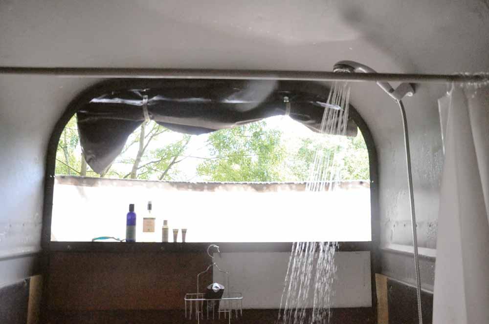 SIM47.KINGDOM_the horsebox showers.jpg