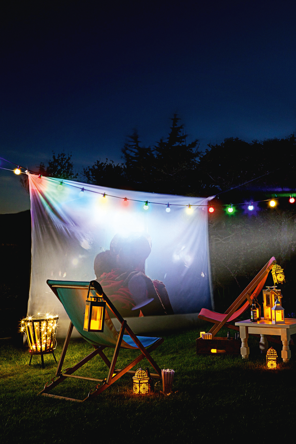 SIM73.COMFORTOFTHINGS_Lights 4 funMovie Night Glamping Lifestyle.png