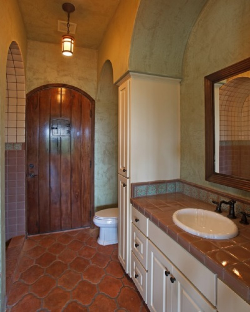 Spanish colonial vanguard studio inc austin texas for Bathroom tiles spain