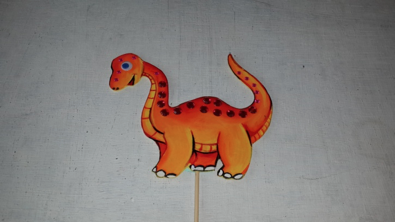 Taara is found of animals, expecially dino's, she had recently watched the Jurassic world with her parents and wanted to make a 'Steggi' puppet, this dino is a friendly, grass eating dino that helps humans when they are lost in the forest.