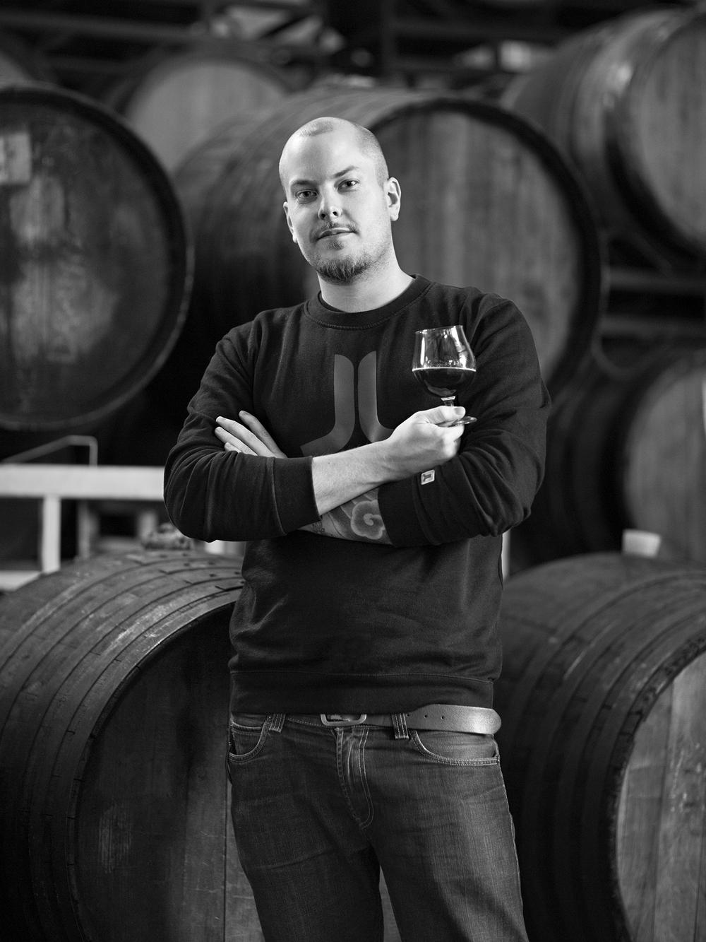 AMUND POLDEN ARNESEN Amund Polden Arnesen jobber hos øldistributøren Beer Enthusiast AS. Han er Norges første ølsommelier akkreditert fra The Institute of Brewing and Distilling i London. I løpet av året starter han opp nettbasert ølkelnerutdanning. Vil du vite mer, sjekk olkelner.no.