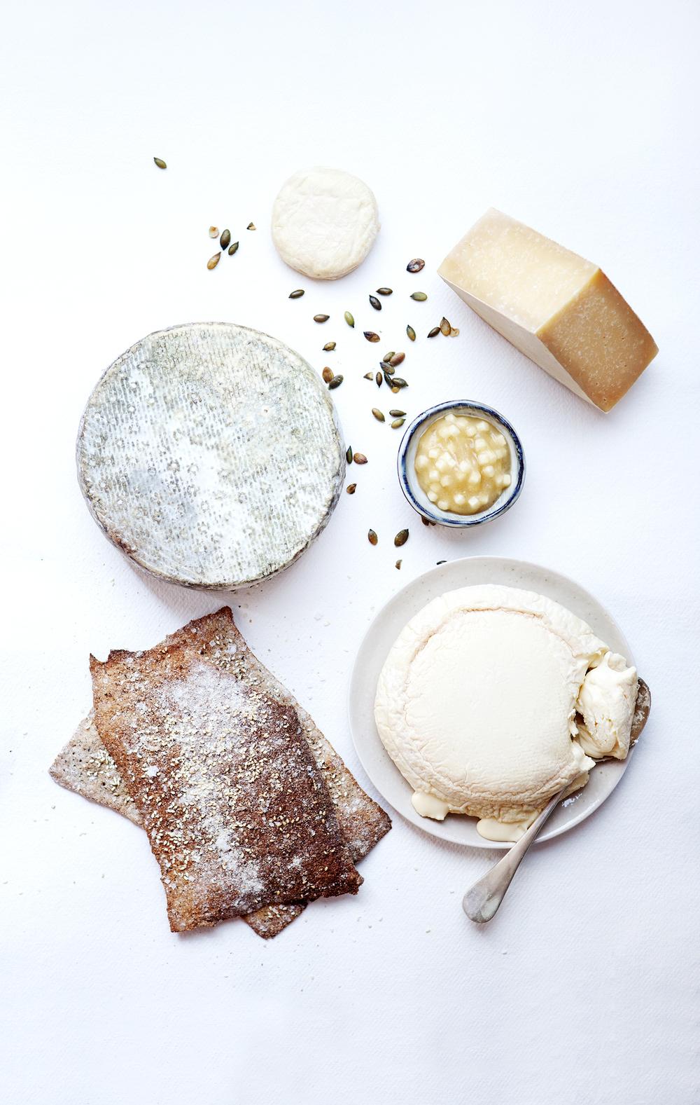 Norske oster med tilbehør.jpg
