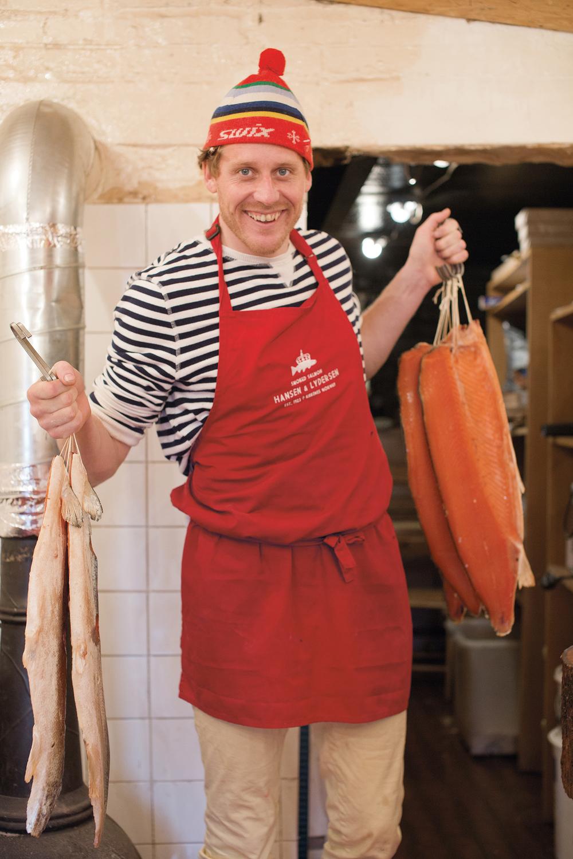 Lakserøyker og lydmann Ole Martin Hansen er fotografert av Christina Skreiberg for Matmagasinet NORD