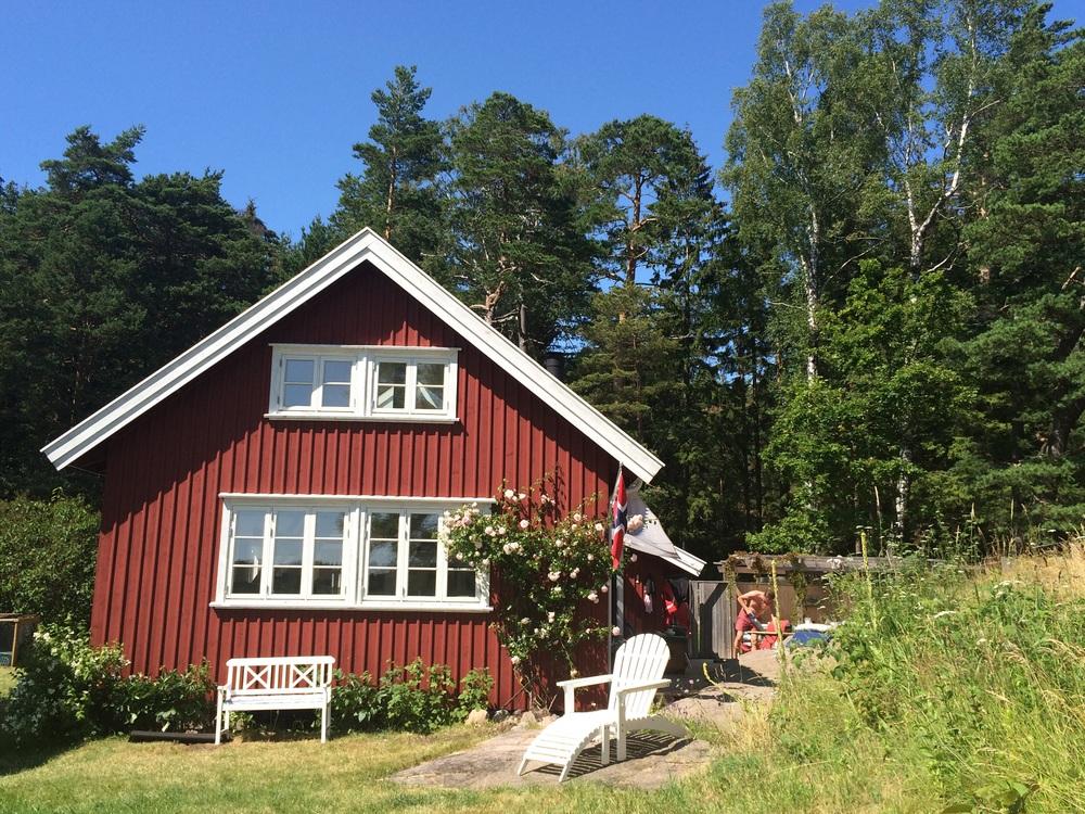 Sommerlykke er langsomt, barbeint liv i Bryggerhuset. Her liker jeg at tingene tar tid, endelig har vi et hav av den.