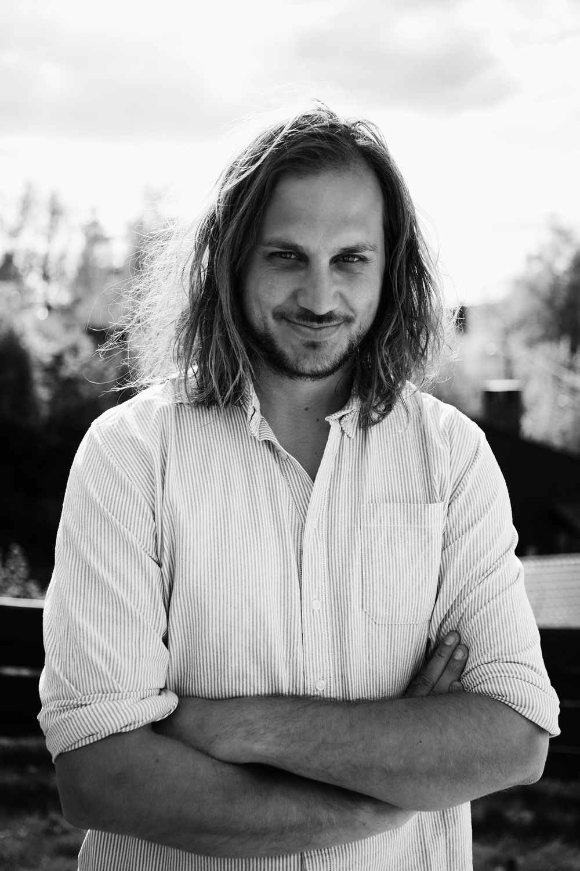 Espen   Nersveen er mannen som ikke kunne lage mat. Så tok han kniven i egen hånd, studerte og spekulerte, og nå er han blitt en skikkelig dreven hjemmekokk.  Du kan følge ham på bloggen heiamat.no.