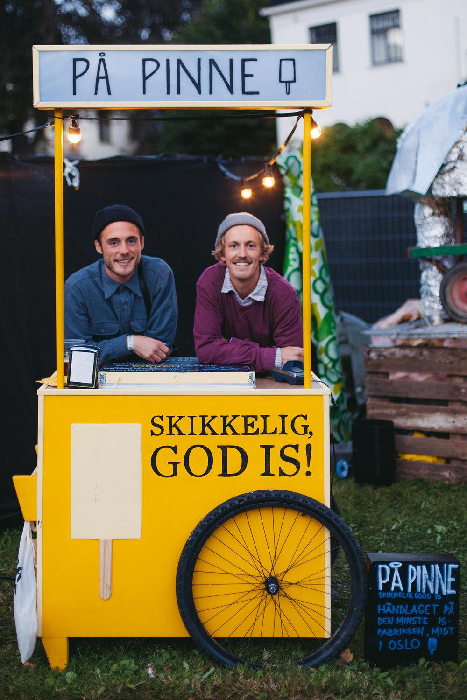 Frysepinner: Petter Johnsen (t.v.) og Espen Odén Evertsen startet pinneisfabrikk sammen med venner. Nå åpner de kjøkken og utsalg i Oslo.Se papinne.no