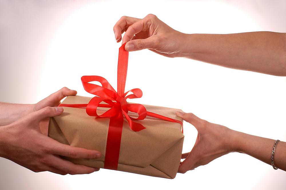 Christmas-Gift-Exchange-3.jpg