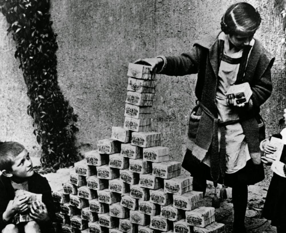 Weimar Berlin 3 Children playing with worthless money 1922.jpg