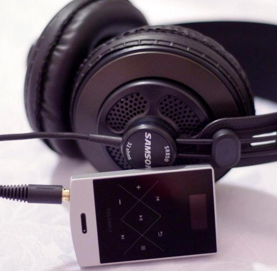 Samson SR850 headphones one of the best cheap audiophile headphones.