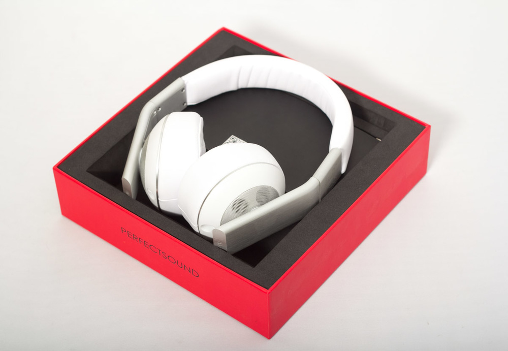 The Perfect sound S301 headphones in full retail packaging.