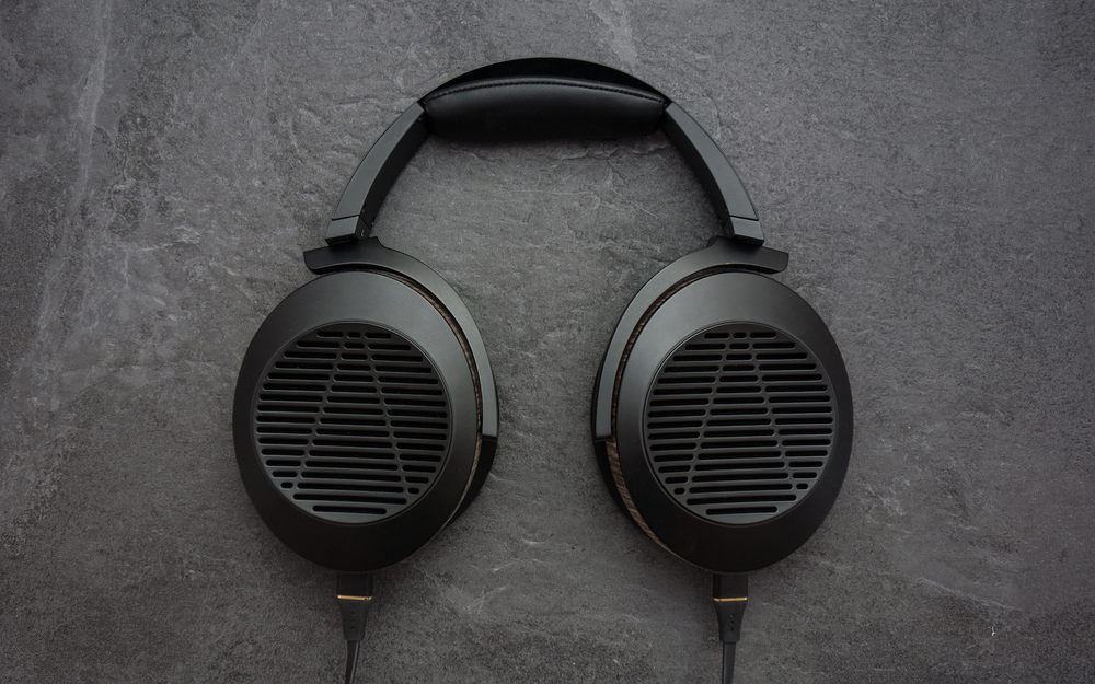 Super Sleek - One of the best looking headphones on the market.