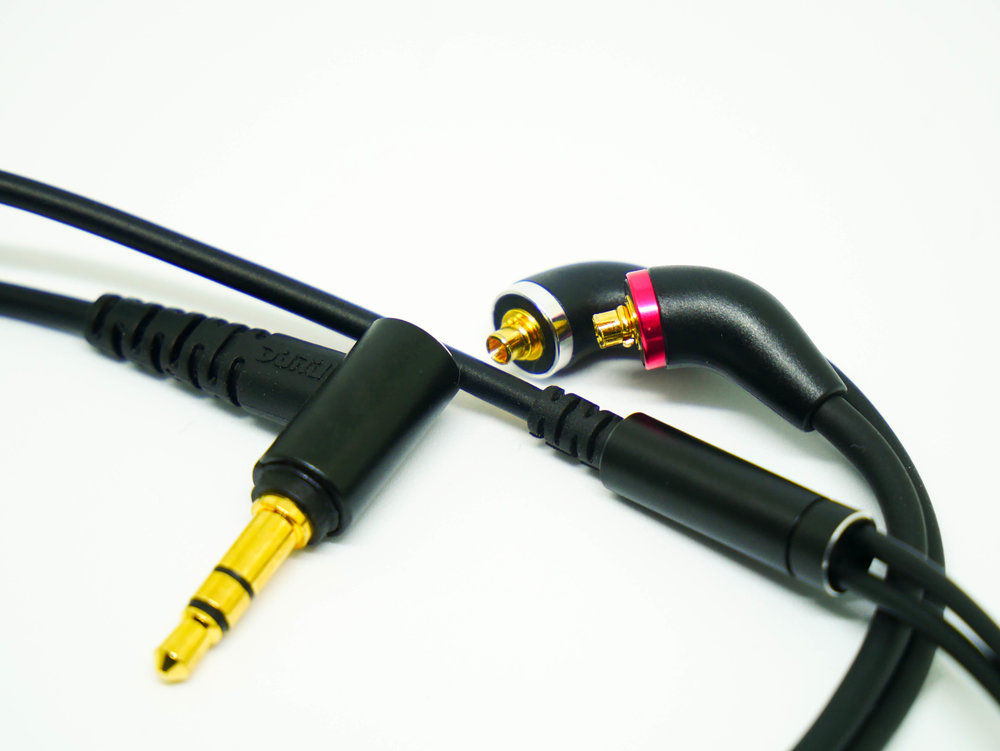 Cable for the Dunu DK-3001.  Detachable with MMCX connectors.