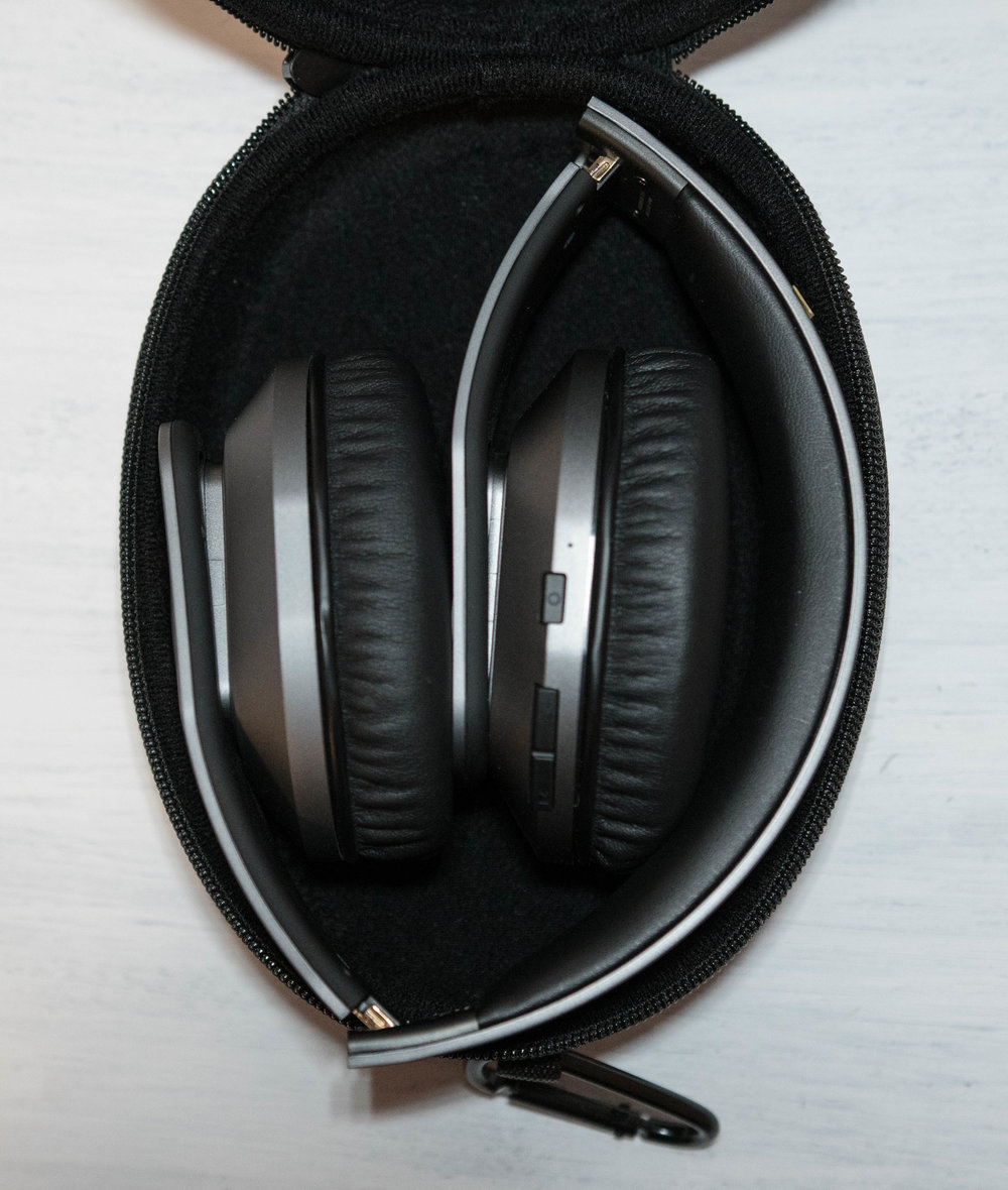 Hammo wireless headphones in carry case.