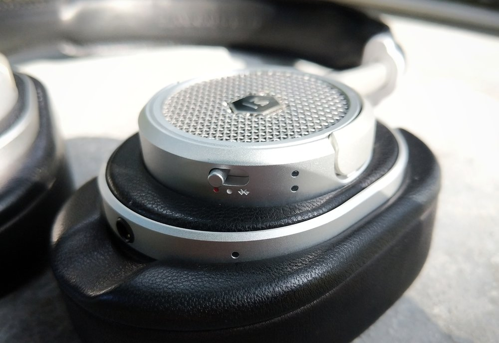 Master Dynamic Mw50+ headphones.
