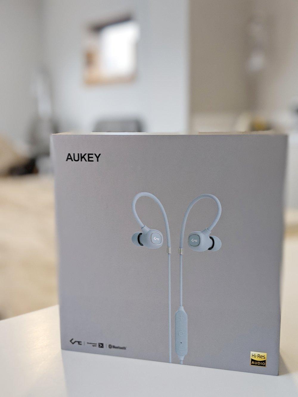 Aukey Key Series B80 Bluetooth earphone box review
