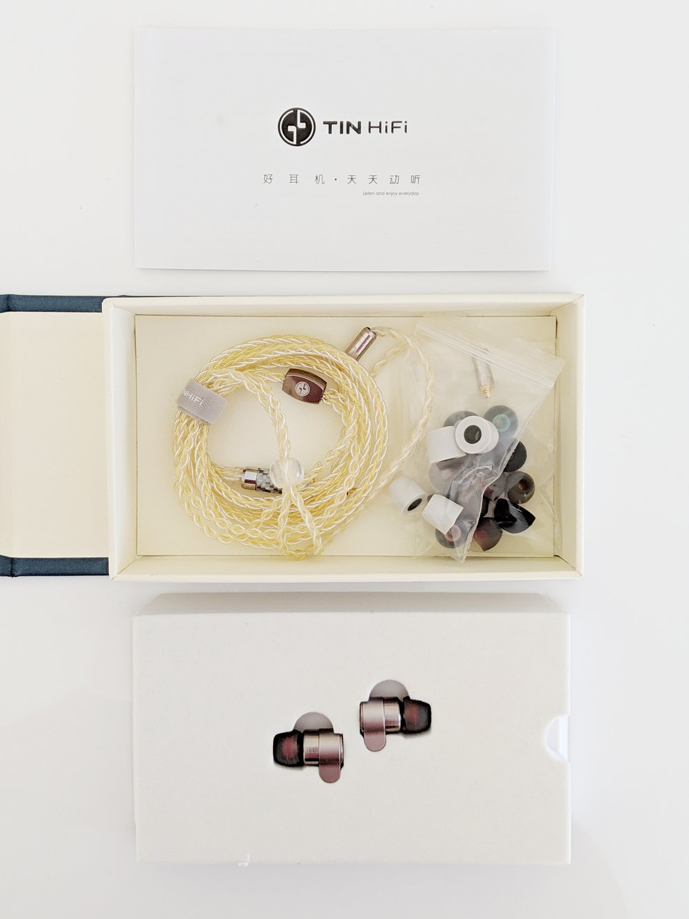 This is what is inside of the box, Earphones, eartips and the beautiful braided cable.
