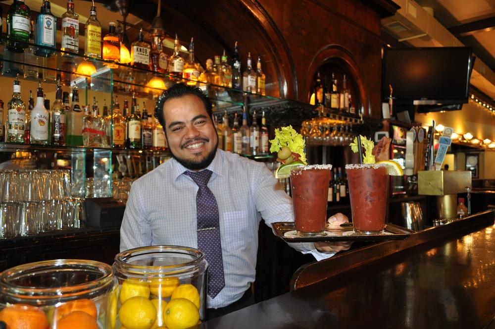 louies-of-ashland-friendly-bartender.JPG