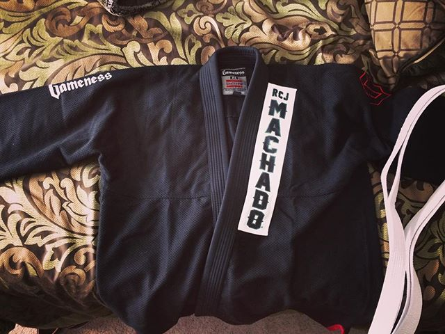 Early Christmas present from my amazing wife @kim_tauaefa and now I have the honor of getting to train at RCJ Machado with Carlos Machado. Been waiting a long time to get to do this. Shout out to @aquinoohana and @hokulwinmaluo for getting me hooked and getting me interested in BJJ! Much love to you two and Kim