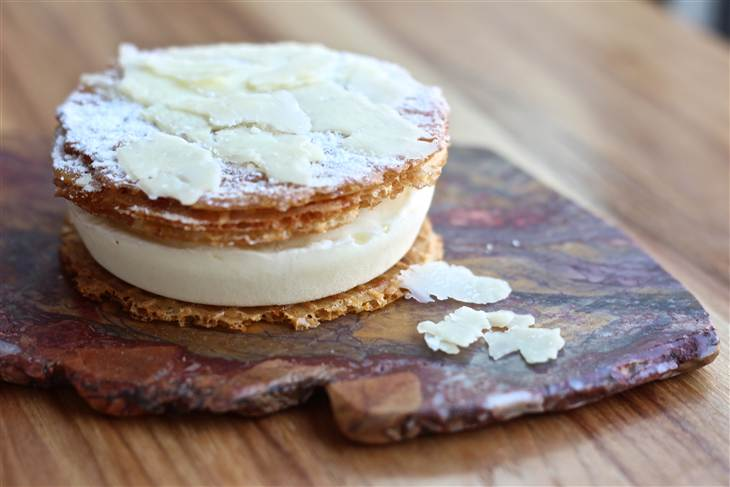 Cheddar ice cream sandwich is latest of trendy cheese desserts    TODAY Food , Sept 4, 2013