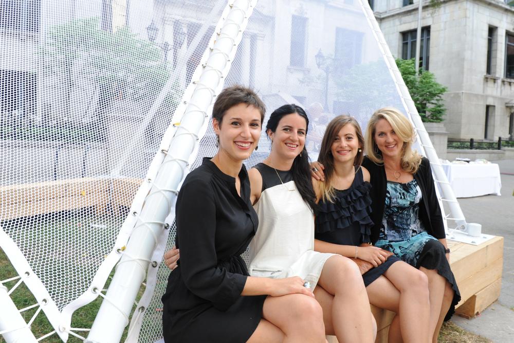 Réalisatrices de l'installation Haute saison : Christine Heyraud, Charlotte Viguier, Christelle Marty et Christine Kerrigan.  Crédit photo : Nathalie St-Pierre.